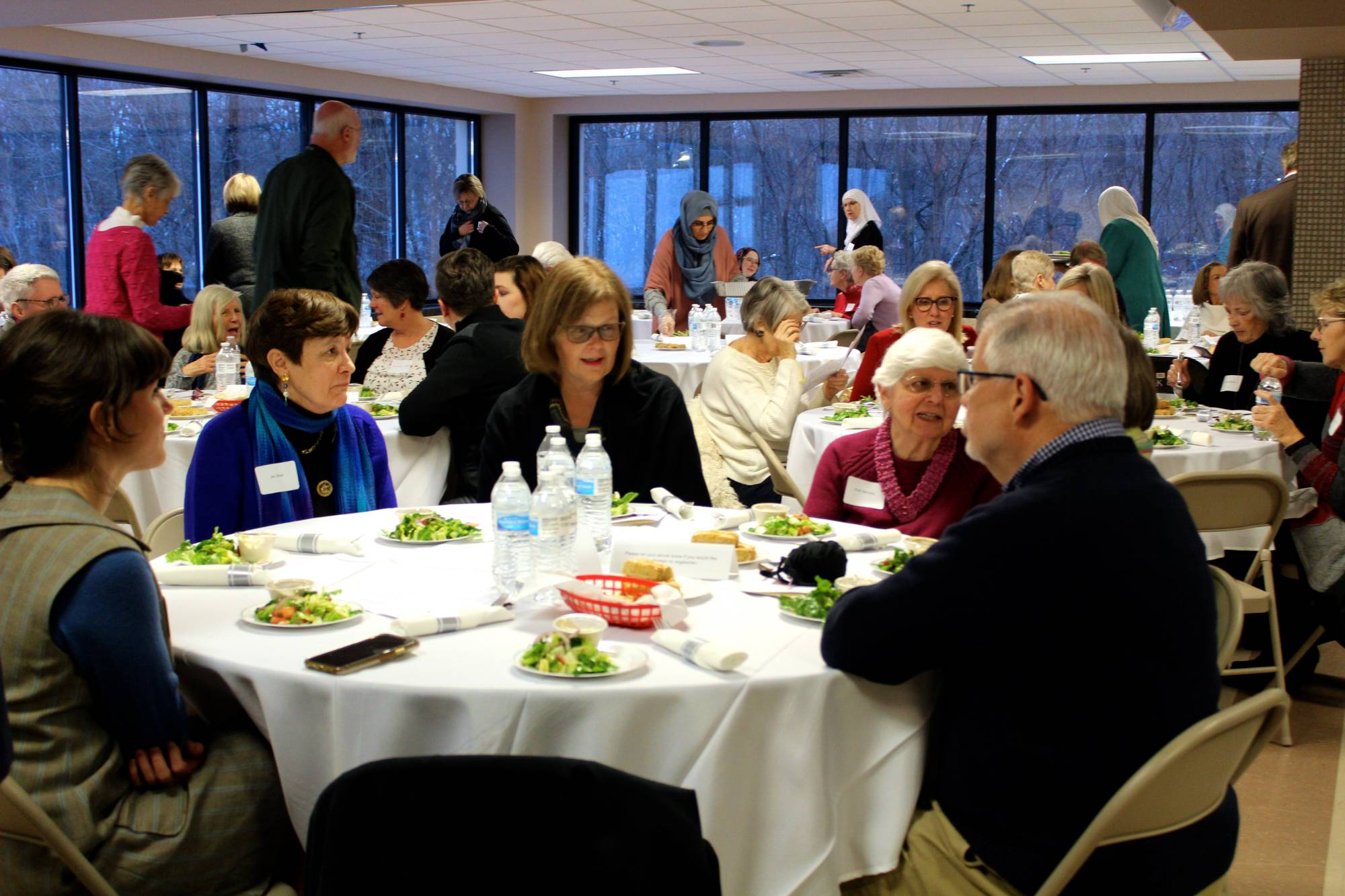 crowd at Abrahamic dinner